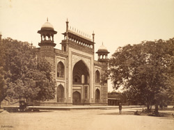 Exterior of gate of Taj, Agra.